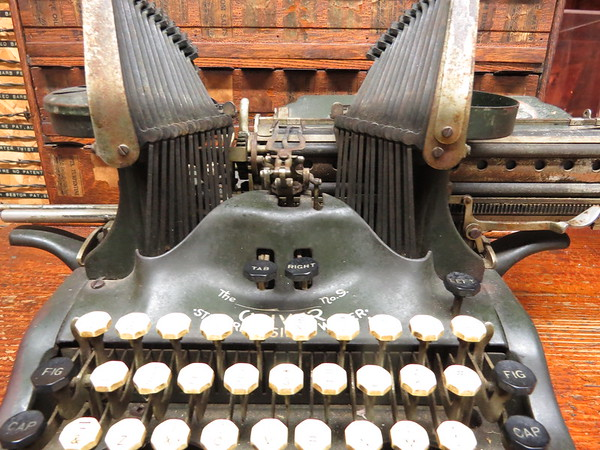 old20oliver20typewriter-m