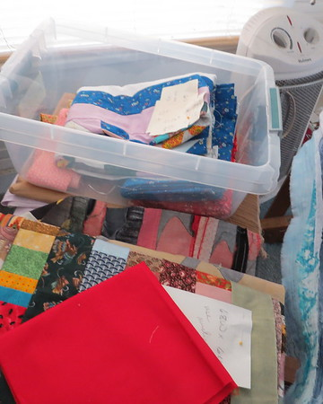 lineup20of20quilts20waiting20to20be20quilted20just20two20with20one20in20the20plastic20box20and20one20under20the20red20fabric-m
